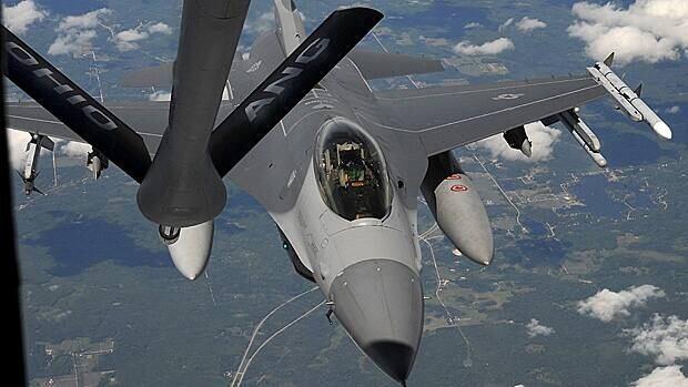 wdr-620-f-16-fighter-jet-ap84573501-credit-mike-ulleryl