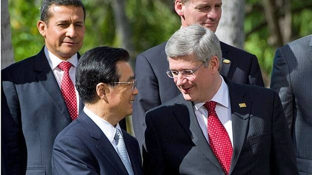 Prime Minister Stephen Harper, shaking hands with Chinese President Hu Jintao at the 2011 APEC Summit in Hawaii on Sunday, has expressed desire to be part of a potentially sweeping new free-trade deal with Asia-Pacific countries and the U.S.