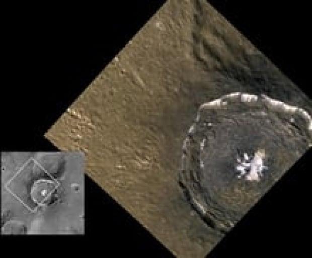 sm-220-messenger-degas-crater