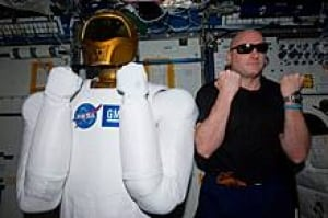sm-220-robonaut-scott-kelly-01154502