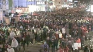 bc-100220-robson-crowds-2