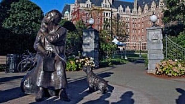 Emily Carr Statue, Victoria