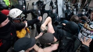 584-g20-police-scuffle-rtr