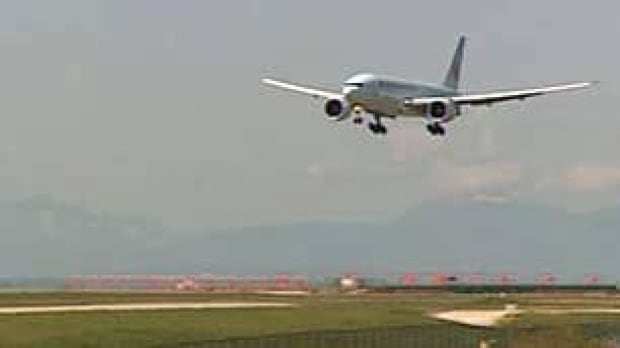 bc-090424-air-canada-plane-lands1