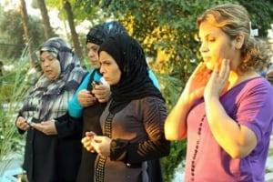 ayed-eid-sisters350