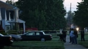 wdr-detroit-officers-shot-house