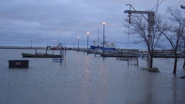 gimli-harbour-flooding
