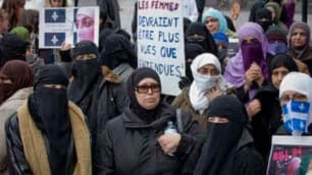 tp-montreal-niqab-protest-cp-8503672