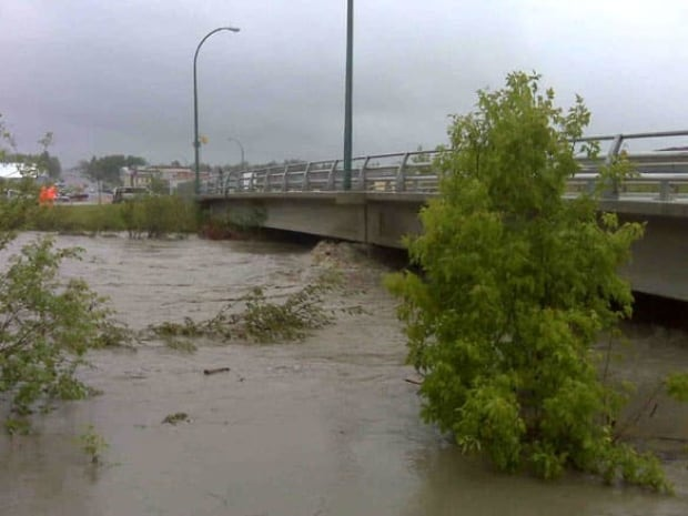 cgy-cardston-rain-bridge