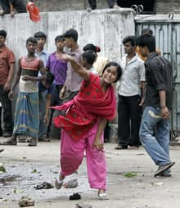 bangladesh-protest-cp-rtr2g