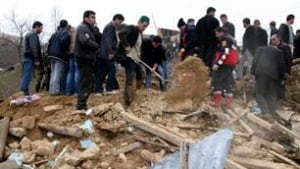 tp-turkey-earthquake-rubble