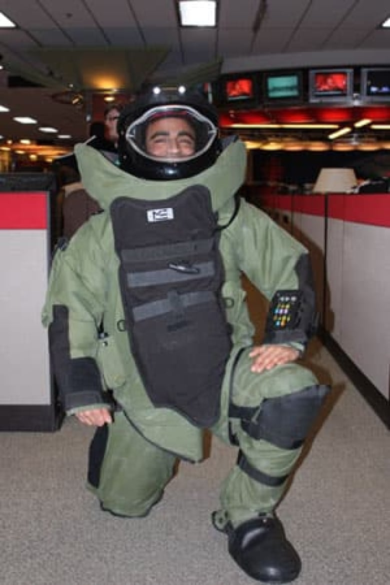 Ottawa firm's bomb suit gets Oscar attention | CBC News