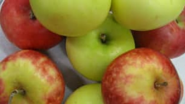 Apples top list for pesticide contamination in 2014