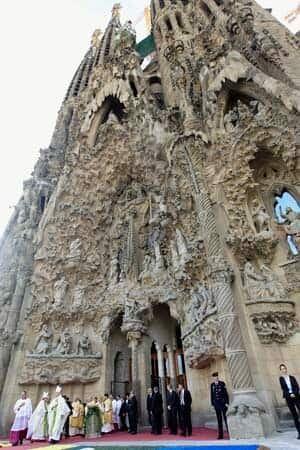 sagrada-familia-barcelona-pope-rtxubs4