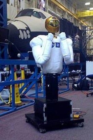 100804-robonaut2-interview-140330567-cropped