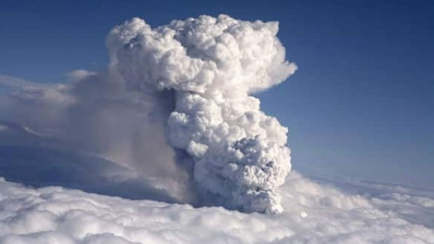 w-iceland-volcano-RTR2CT8H