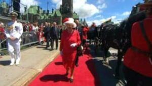 tp-queen-arriving-ottawa