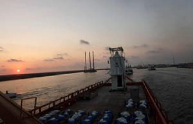 oil-dome-ship-cp8609329