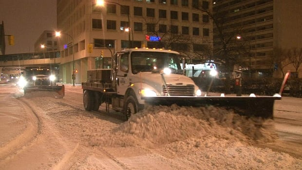 snow_clearing_downtown_winnipeg_11192010-1