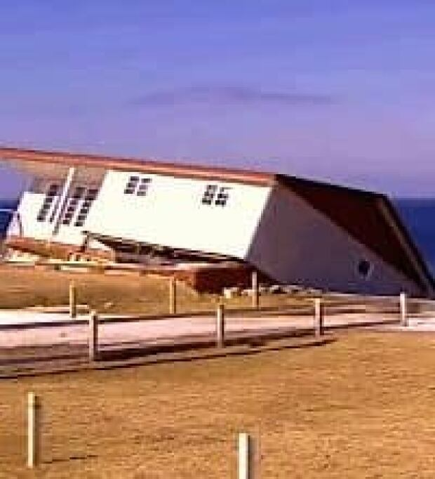 nl-house-falls-20070418