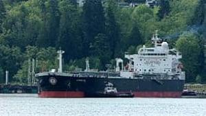 bc-100507-burrard-inlet-oil-tanker