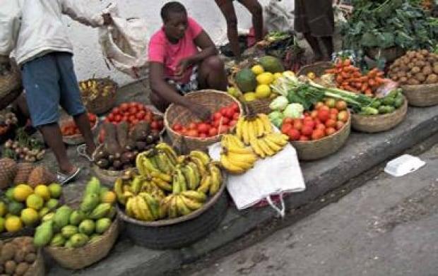 Haiti-Street-fruit-392