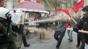 w-greece-teargas-cp-rtxvqxd