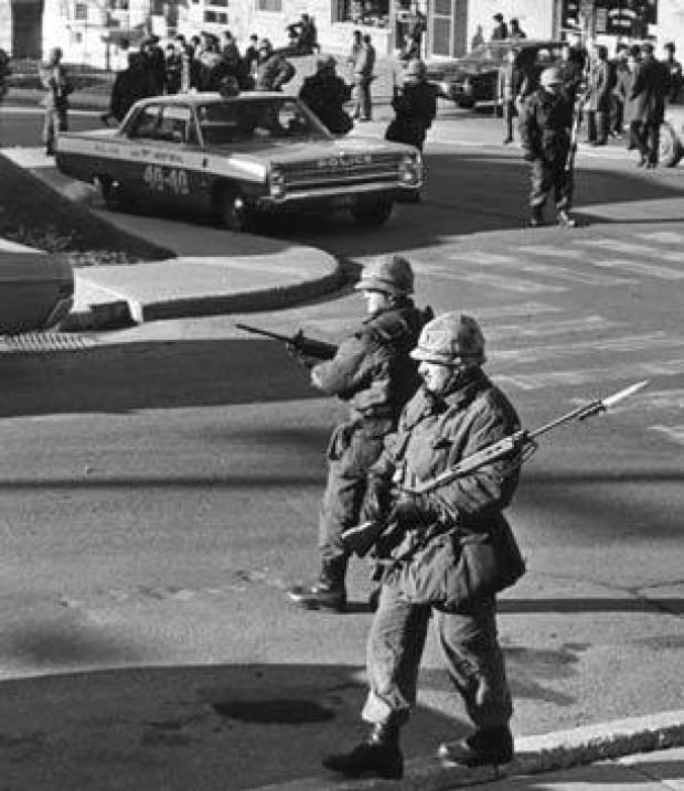 1970-2soldiers-cp869889