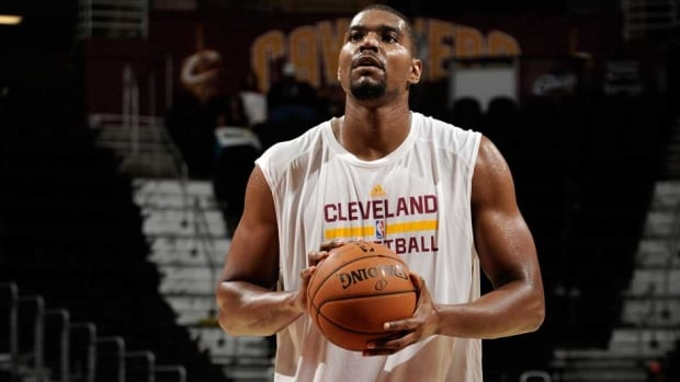 Cleveland Cavaliers centre Andrew Bynum signed a two-year, $25 million US contract with the Cavs in July.