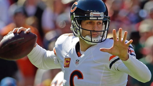 Bears quarterback Jay Cutler suffered a muscle tear in his groin during Sunday's 45-41 loss to Washington.