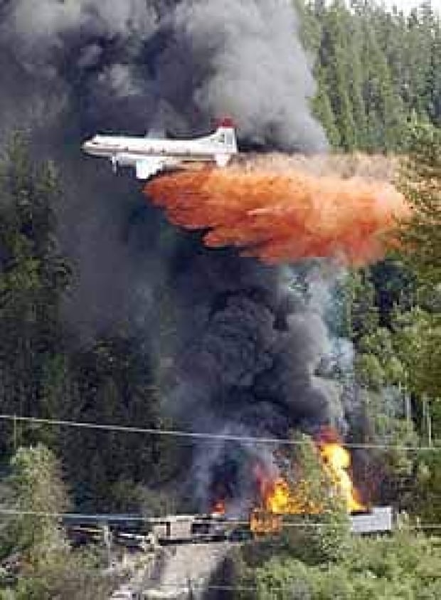waterbomber-cn-train-cp-3394403