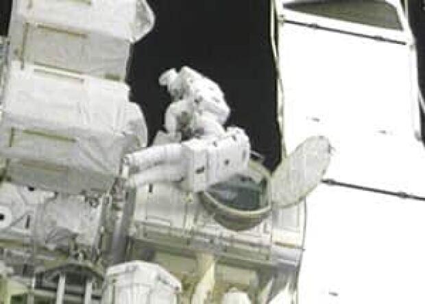 nasa-spacewalk-300