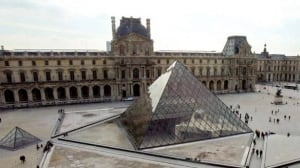 louvre-cp-w2473184