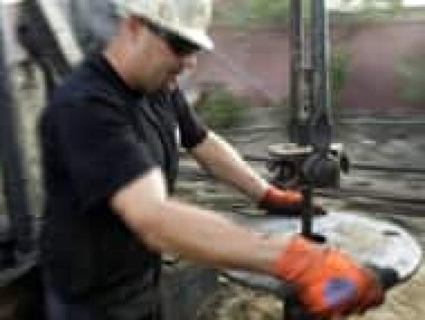 top-oil-price-cp-4547172