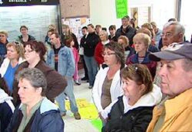 pe-schools-protest