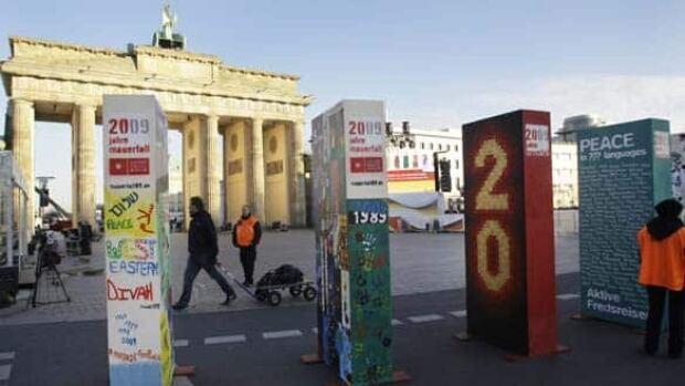 w-berlin-dominoes-cp-7617890