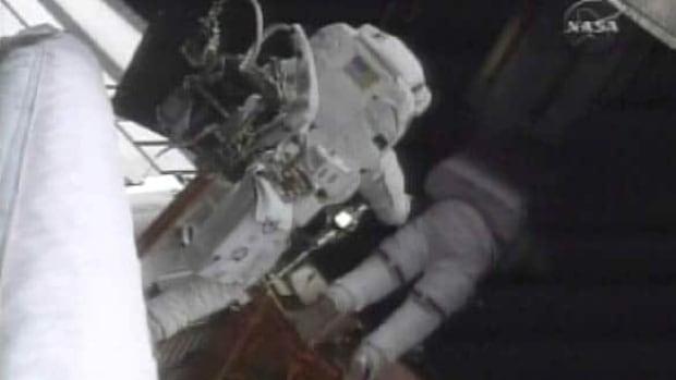 hubble-spacewalk-cp-6717079-wide