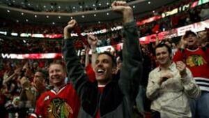 blackhawks-fans-090418-306