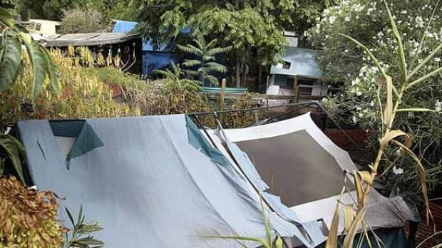 w-shacks-tents-cp-7230056