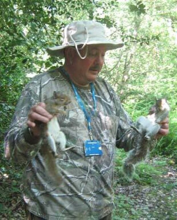 Squirrels-handler-306
