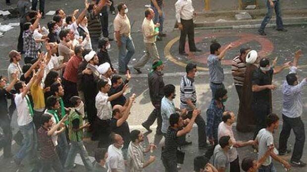 w-iran-protestors-cp