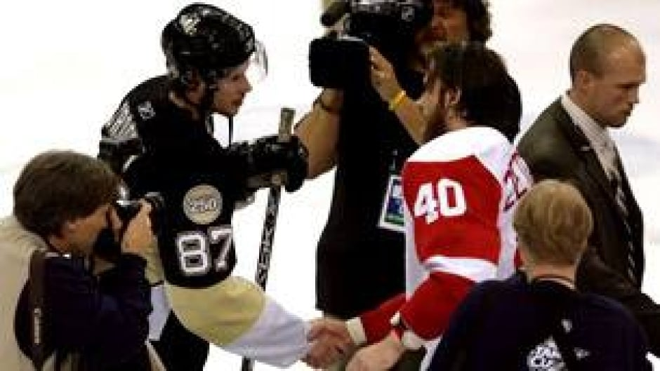 Win Or Lose Nhlers Follow Handshake Tradition Cbc Sports