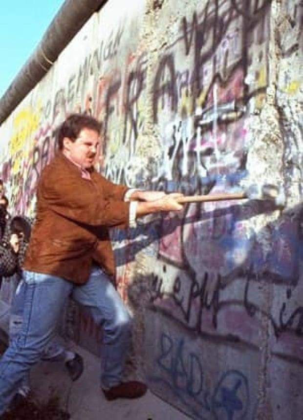 berlin-wall-cp-1270068