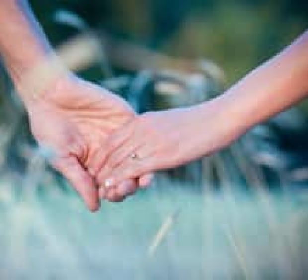 hand-holding-istock-2