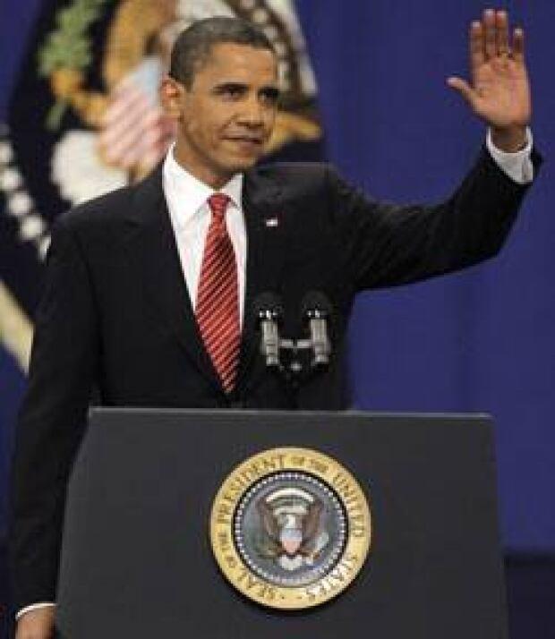 obama-speech-wave-cp-774813