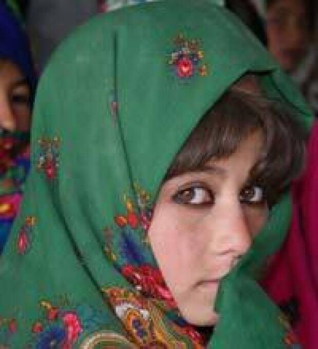 afghan-schoolgirl-200