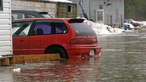 bc-090108-flooded-car1