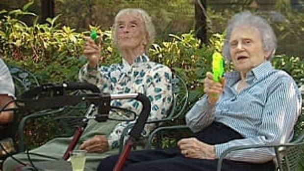 bc-090729-vancouver-water-guns-seniors_306