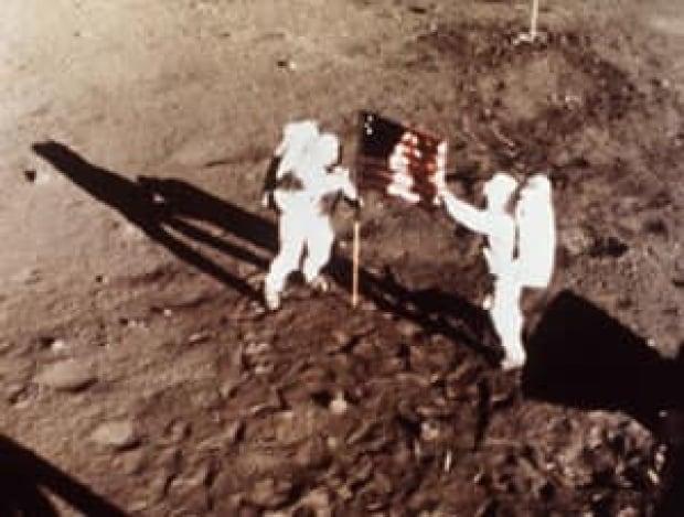 moon-cp-5605876