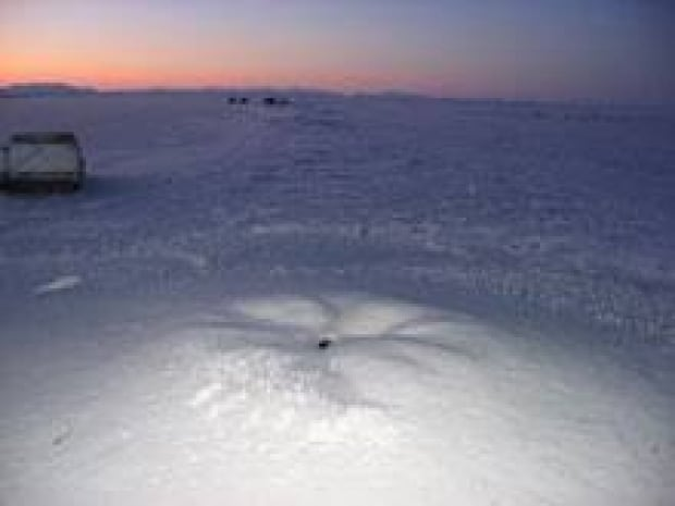 north-narwhal-hole081201